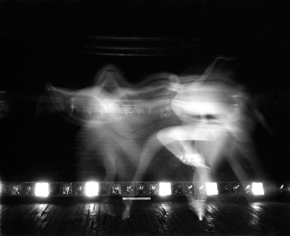 Doisneau - Xenia Palley in movement, 1950